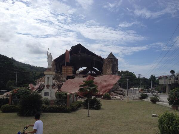 church-collapsed-in-philippine-earthquake